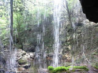岩井滝裏から